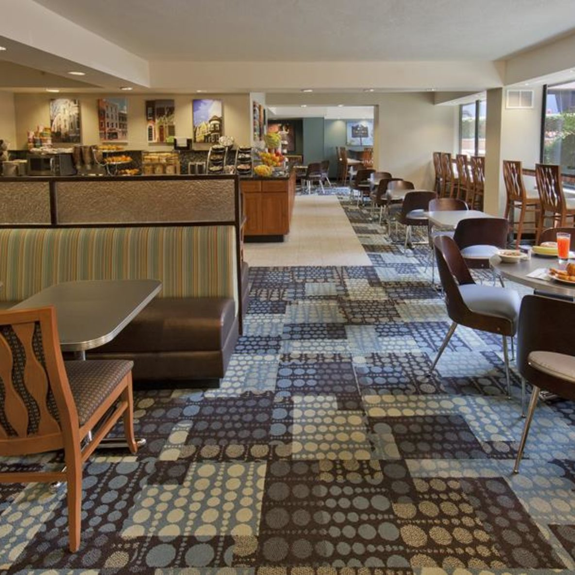 Georgetown Suites dining