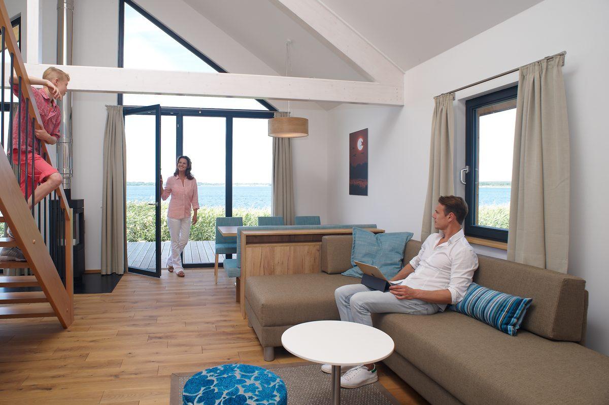 Ferienhaus mit Terasse und Seeausblick und geräumigem Wohnzimmer