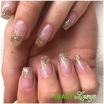 Nagelmodellage mit French-Glitzer