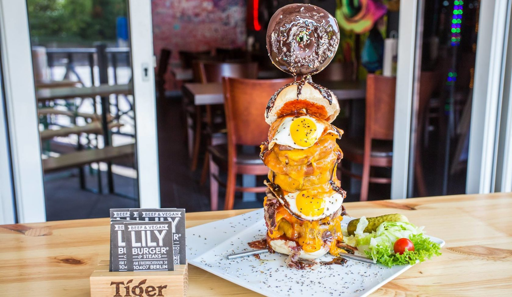 lily burger steaks beef vegan grill club restaurant in berlin friedrichshain neuk lln. Black Bedroom Furniture Sets. Home Design Ideas