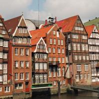 Nicolai-Fleet - Blick von der Hohen Brücke über den Nicolai-Fleet auf das historische Essemble um den Alt Hamburger Aalspeicher.