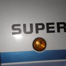 1 nachgefertigter SUPER Schriftzug nachdem der andere vom Vorbesitzer entfernt wurde.