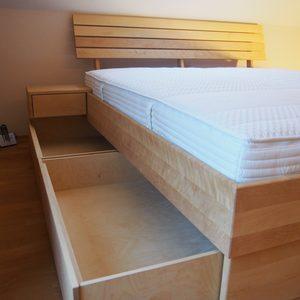 Bett in Birke, massiv, geölt mit 4 Schubladen