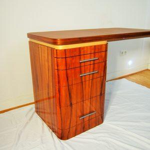 Meisterstueck Schreibtisch in Tineofurniert, hochglanzlackiert mit Ledereinlage