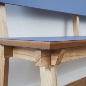Sitzbank in Esche und Linolium, klassische Verbindung