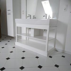 Waschtisch mit Zwischenboden, lackiert