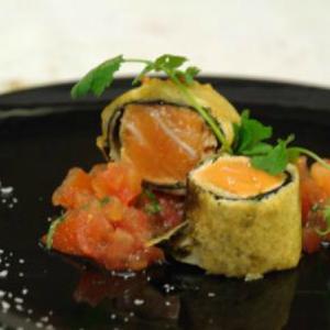 Sashimi vom Lachs im Tempurateig