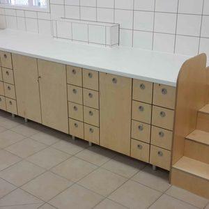 Wickeltisch für einen Kindergarten in Birke MPX