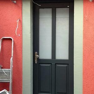NACHHER: Haustür mit Treppensanierung