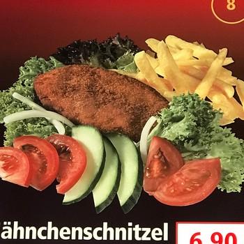 Hähnchenschnitzel mit Salat
