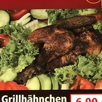 Grillhähnchen mit Salat