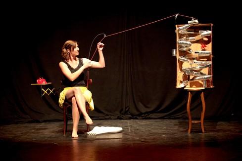 Anni Küpper - Juggler & Performer - juggling act La Màquina