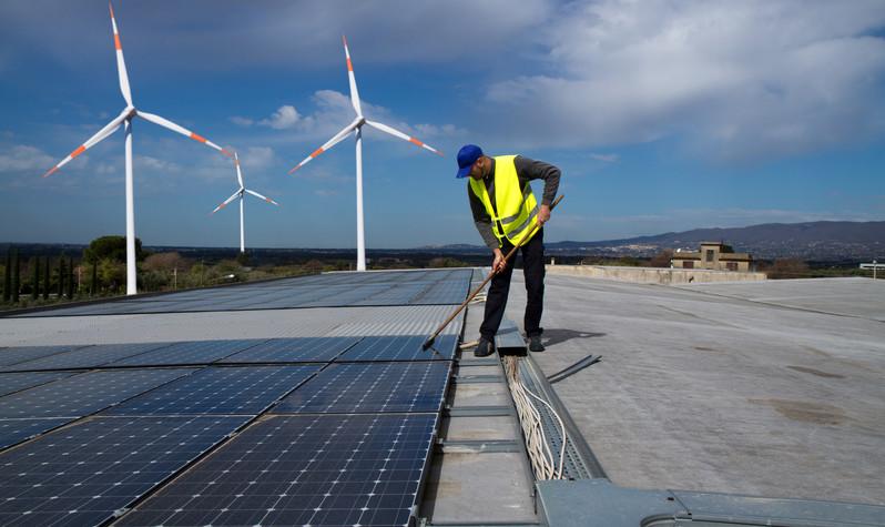 Reinigung von Photovoltaik-Anlagen von ALP Services